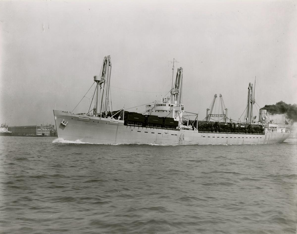 T/S 'Beljeanne' (b.1947)(Vickers-Armstrong Ltd., Newcastle), - på vei fra New York til Shanghai med lokomotiver.