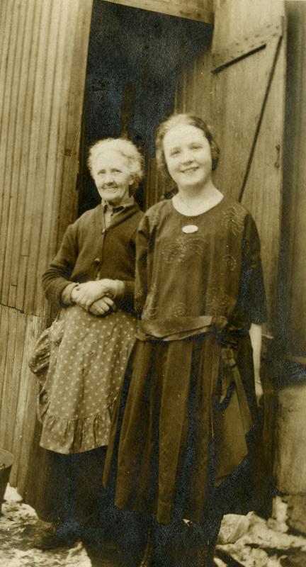 Augusta sammen med yngstedatteren Rakel.