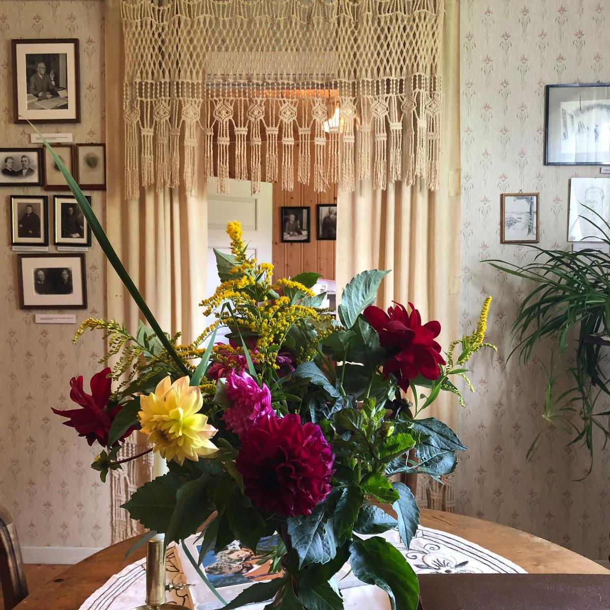 Blomster, Sigurd Hoel, Sagstua Skolemuseum