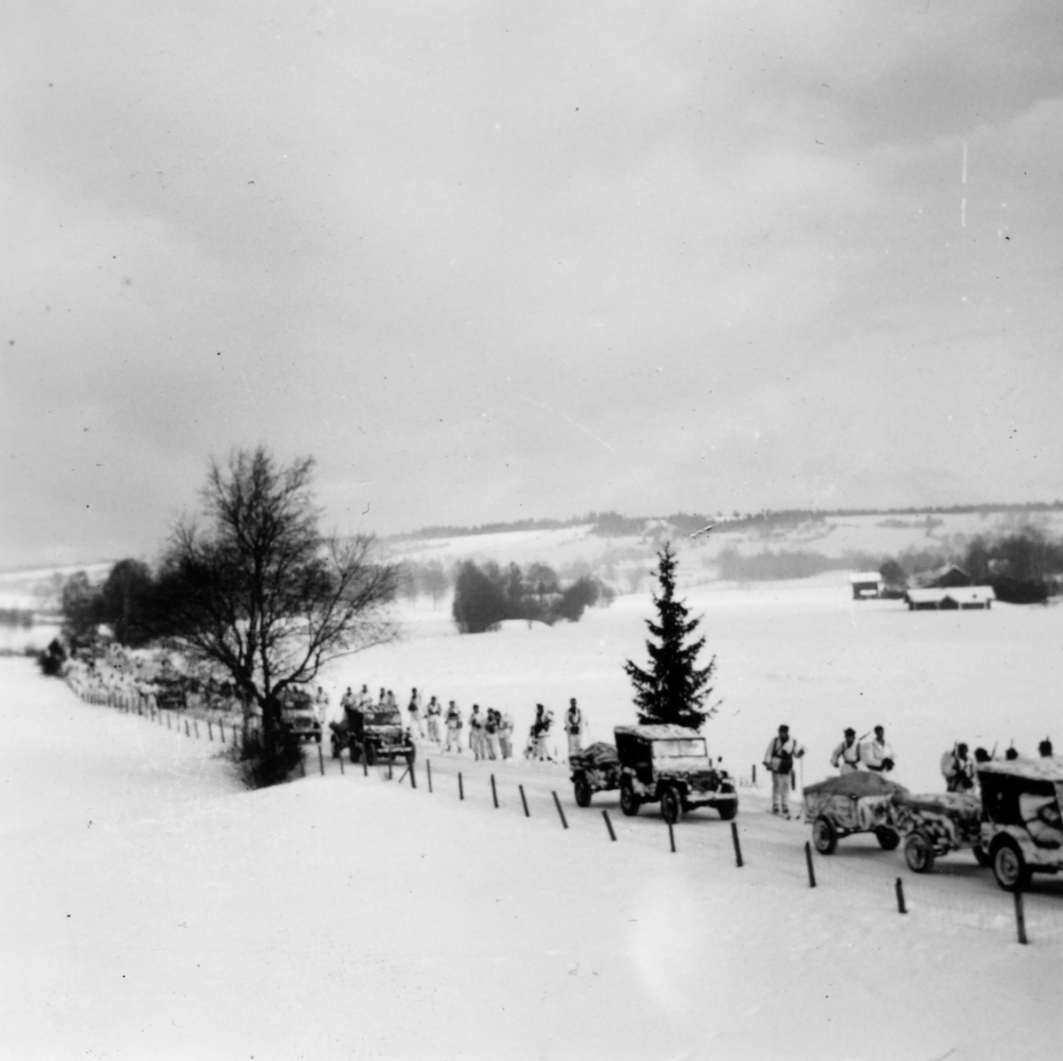 Militærkolonne ved Grinda,Hernes.