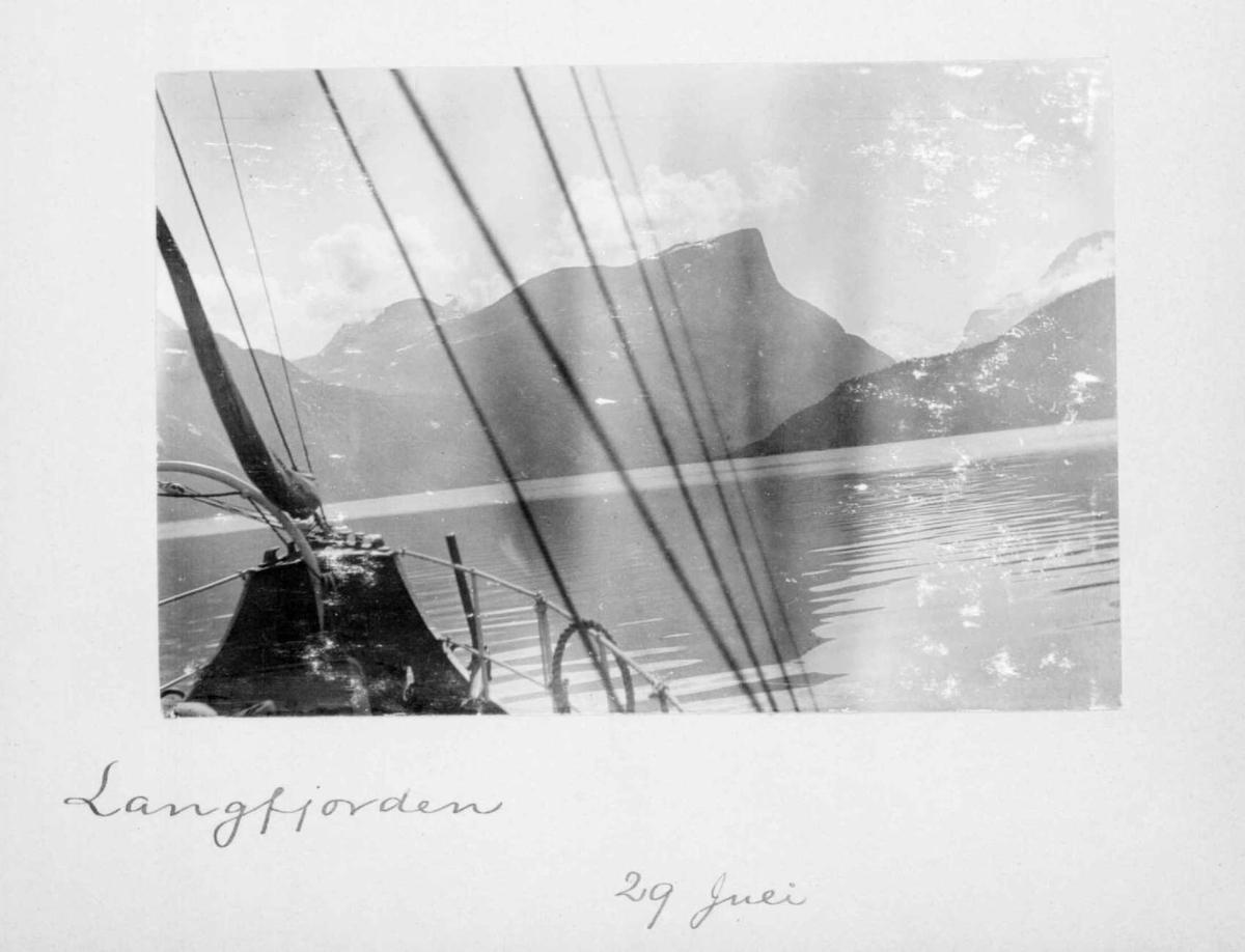 Repro: Landskapsbilde fra Langfjorden.