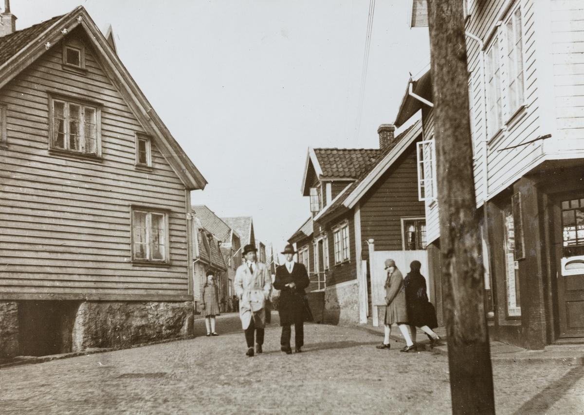 Losgaten sett not nord, ca. 1905.