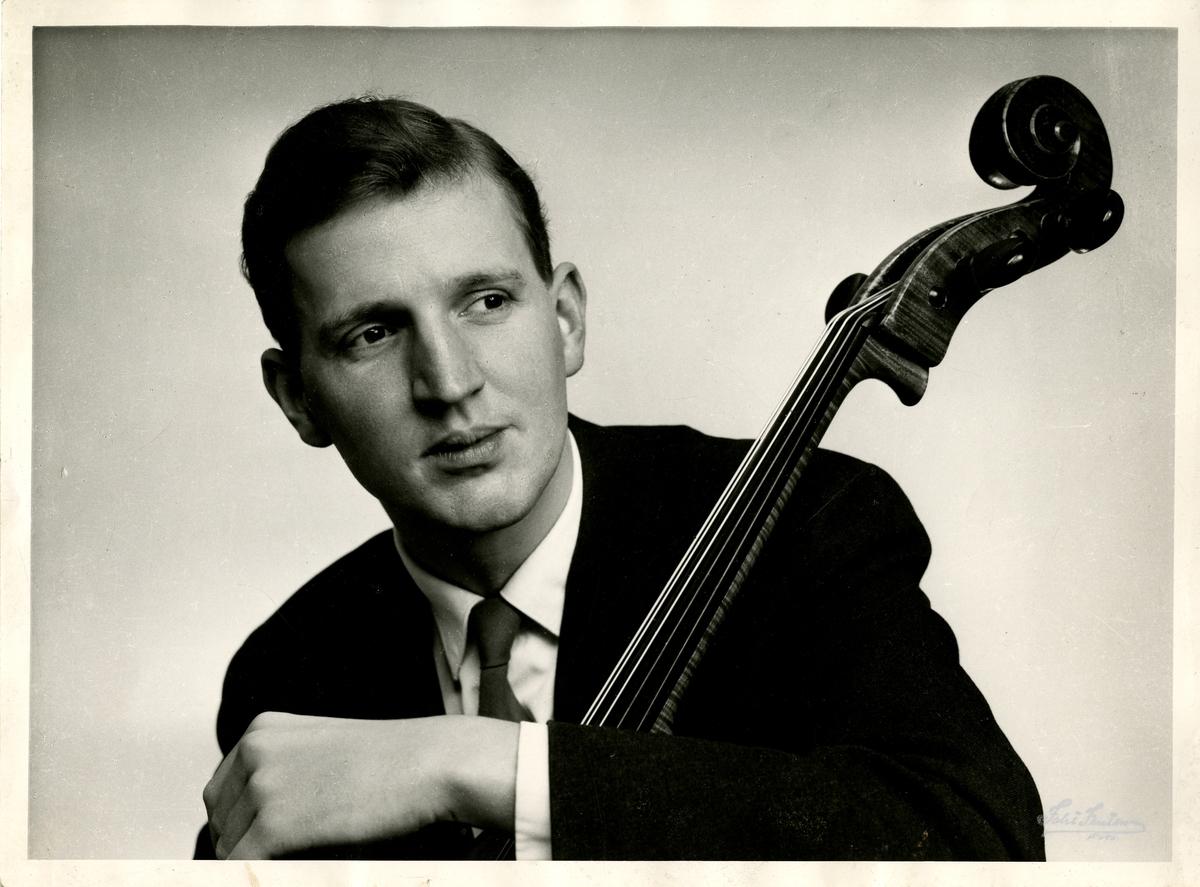 "Fra Olaf T. Ranum's ""kunstnervegg"". Cellist Erling Blöndal Bengtsson."