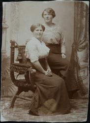 Bak, Marie Lauritsdatter, f. 29.07.1888, gift Bruun. Foran E