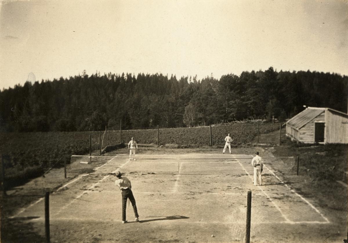 Tennisspel vid Korsnäs, Grödinge.