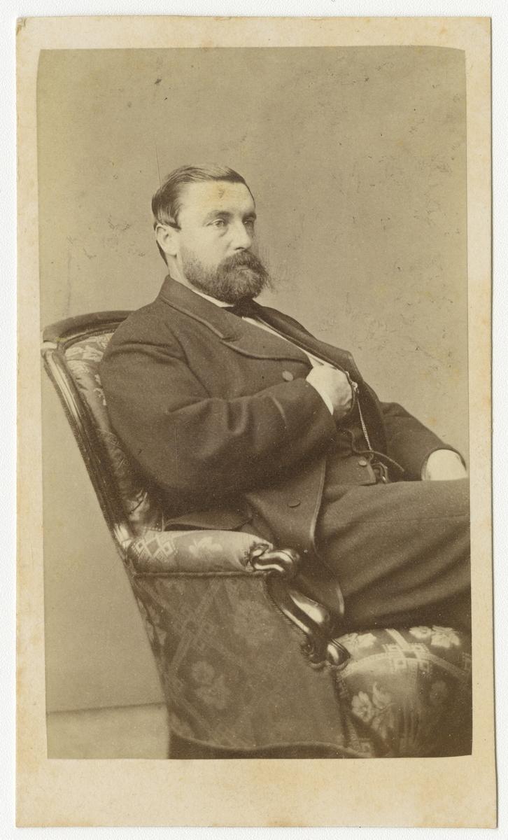 Porträtt av Svante Gustaf Hjertstedt, major vid Andra livgrenadjärregementet I 5.  Se även bild AMA.0001920.