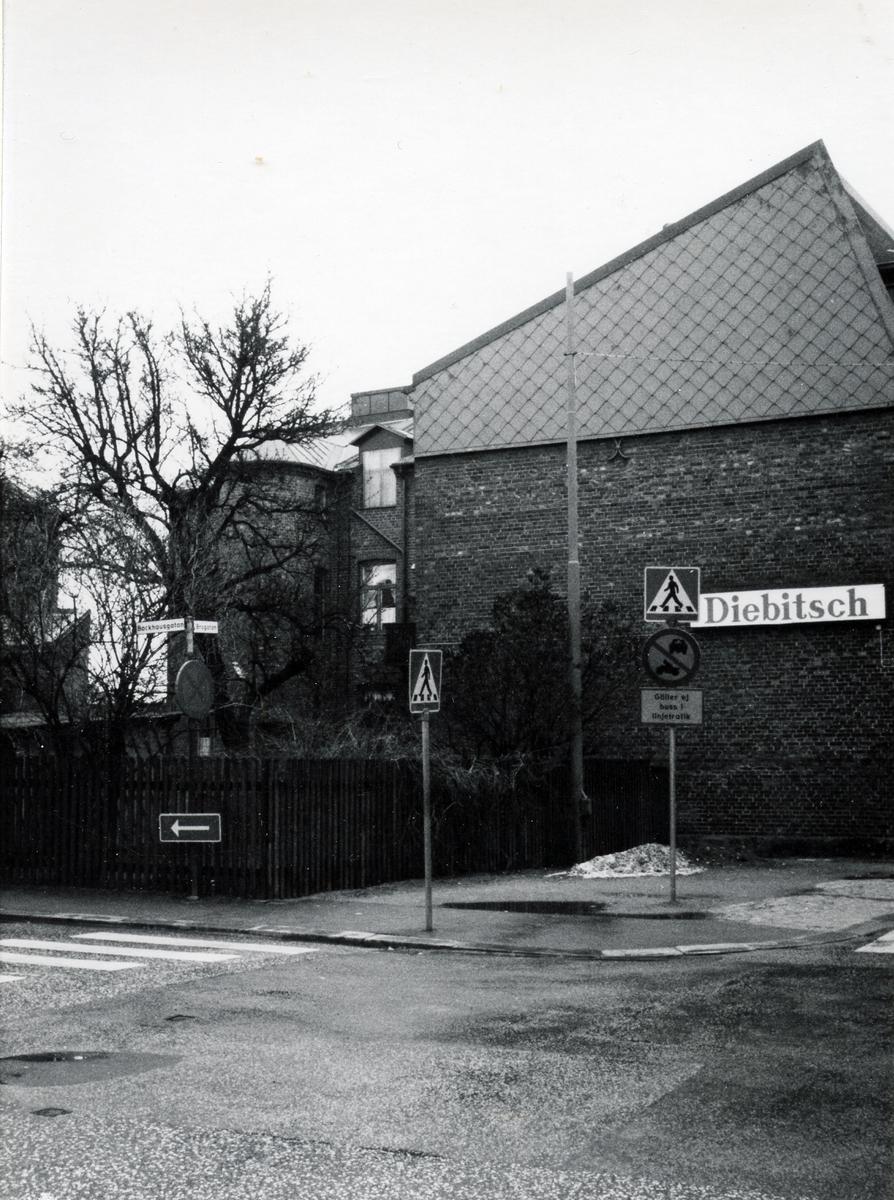 Hörnet Brogatan-Backhausgatan.