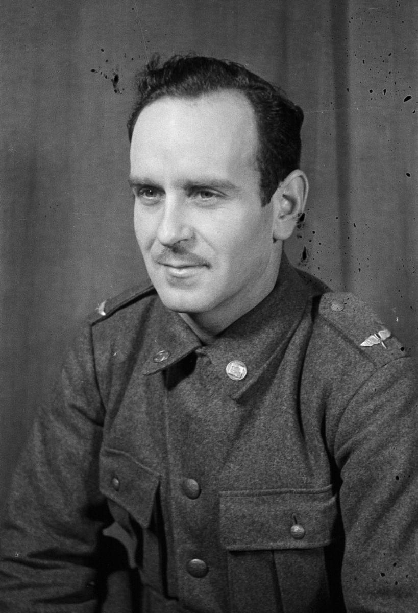 Porträttfoto av soldat Andersson (nummer okänt) vid F 19, Svenska frivilligkåren i Finland under finska vinterkriget, 1940.