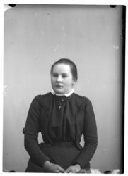Portrett av Marie Nikolaidatter Moksnes Kvålen.