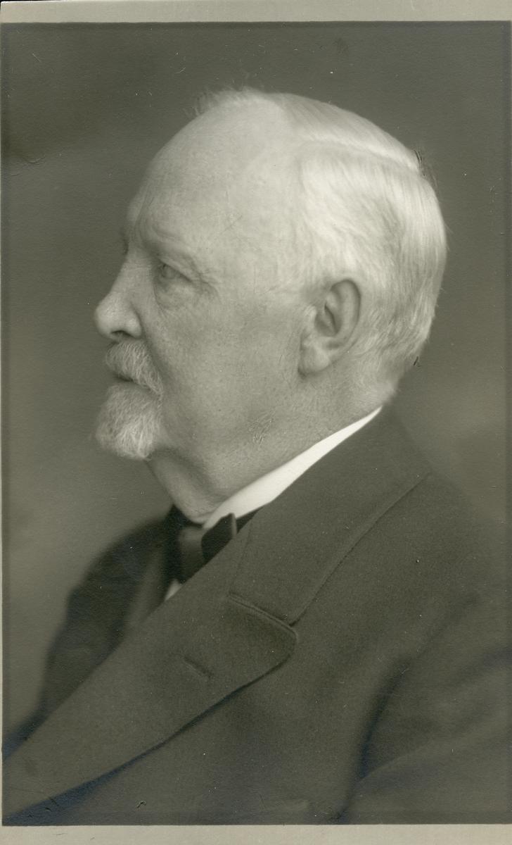 Apotekare August Hultman.