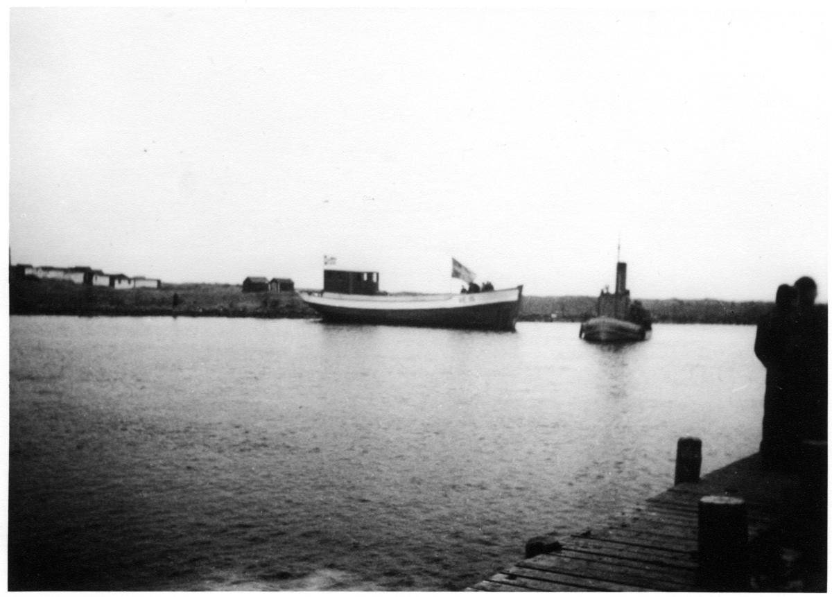 Vid sjösättning av en fiskebåt för leverans till Island. (H-E Hansson).