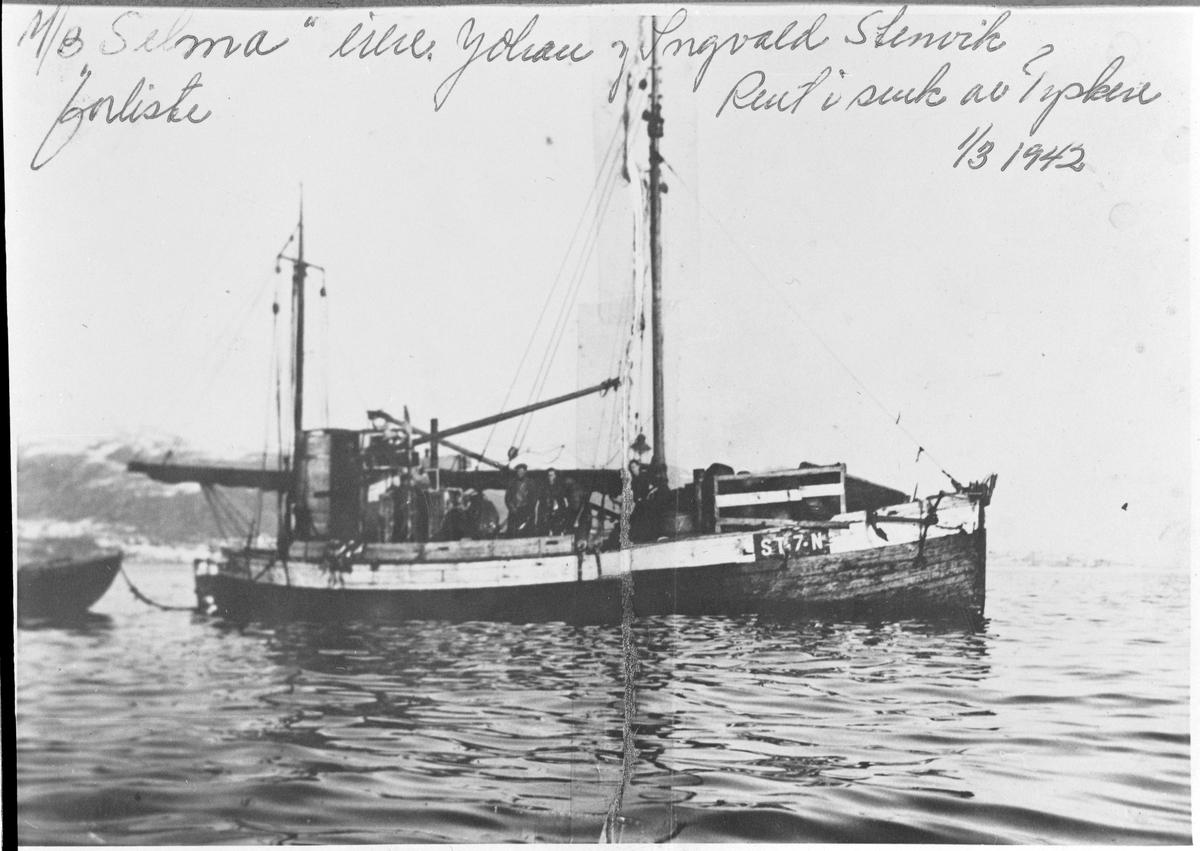 """Motorskøyte """"Selma"""" på storsildfiske."""