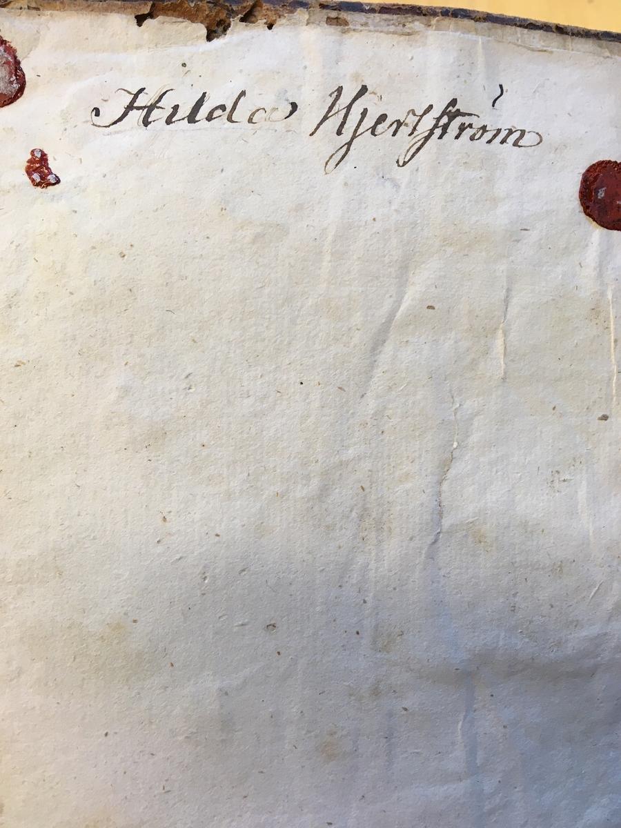 """Bok med trasig rygg: """"Nouveau Dictionaire Francois-Svedois et Svedois-Francois. En ny Frantzösk och Swensk samt Swensk och Frantzösk Lexicon, eller Orda-Bok,"""" Tryckt hos G Kiesewetter, andra upplagan, 1598 sidor plus 319 sidor andra delen - Orda-Bok."""