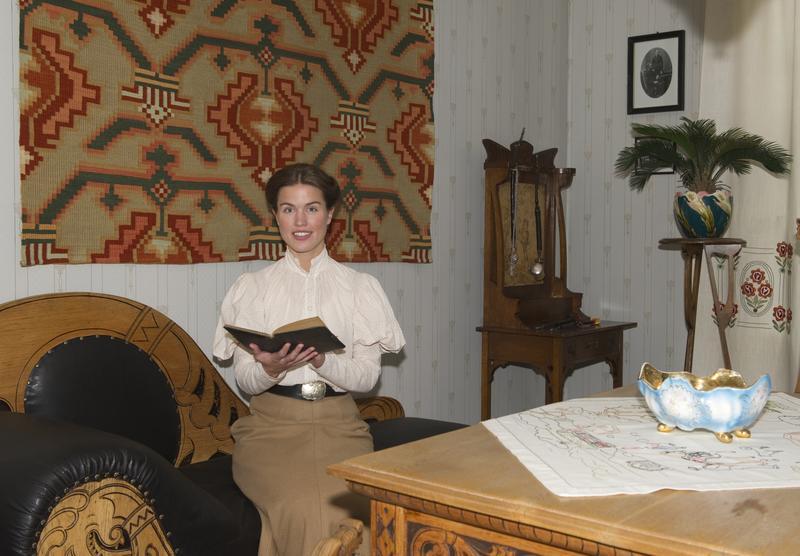 Unge Marie Ødegaard i dagligstua. (Foto/Photo)