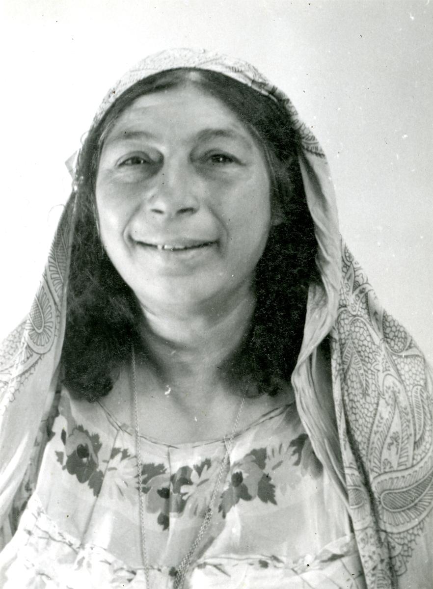 Porträttbild av äldre kvinna. Bildens ursrpung är okänt.
