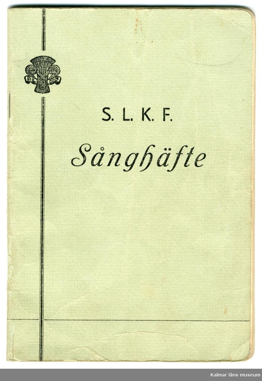 KLM 46117:5 Sånghäfte. 64 sidor med 90 stycken sångtexter. Utgiven för S.L.K.F. Tryck: Växjöbl. Boktr.-A/B, Växjö 1952.