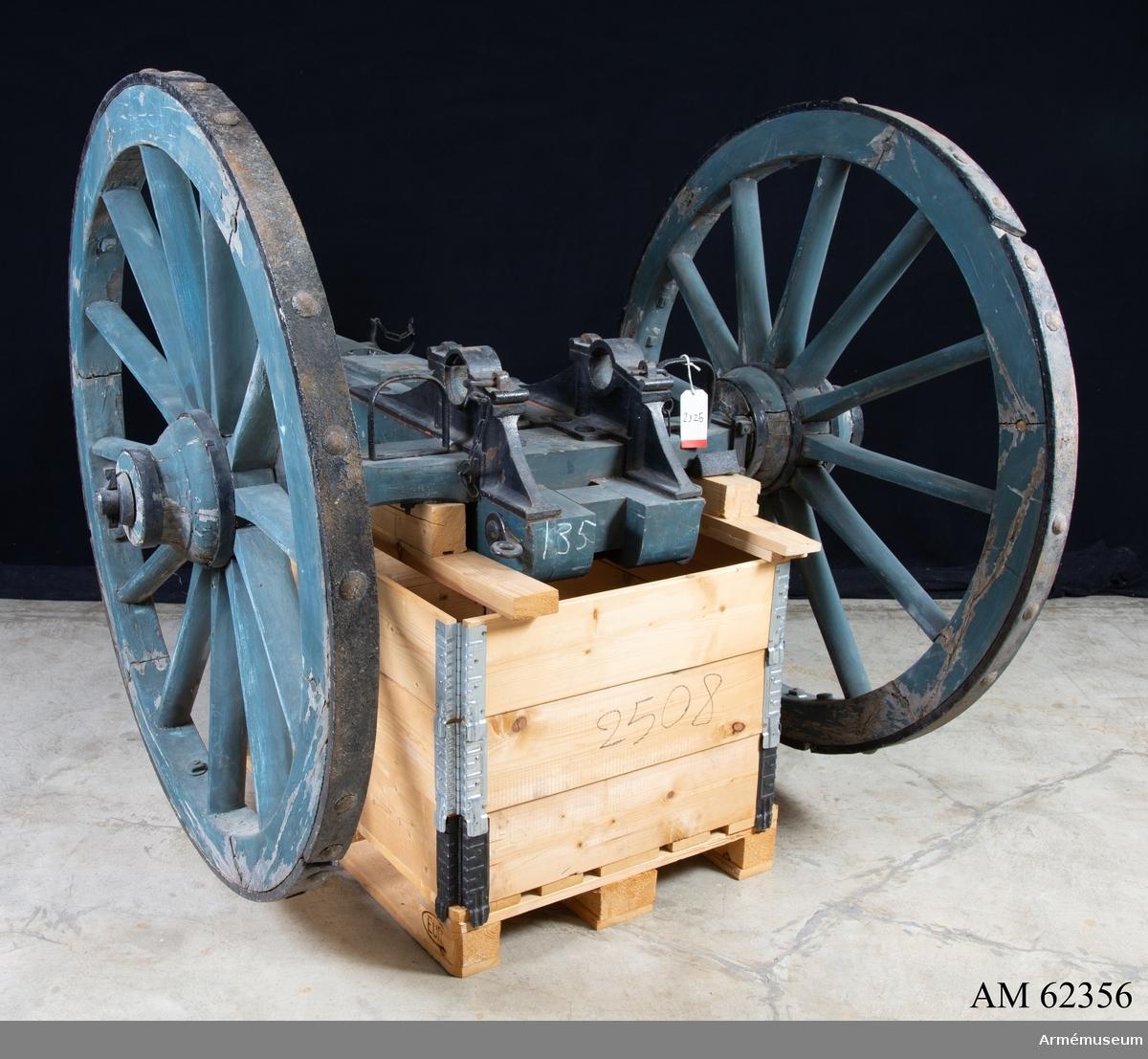 Grupp F I. Lavett m/1832 som det suttit ett 3-pundigt eldrör, gjutet 1748, i.