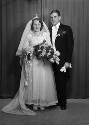 Ateljéporträtt - brudparet Alm, Uppsala 1950