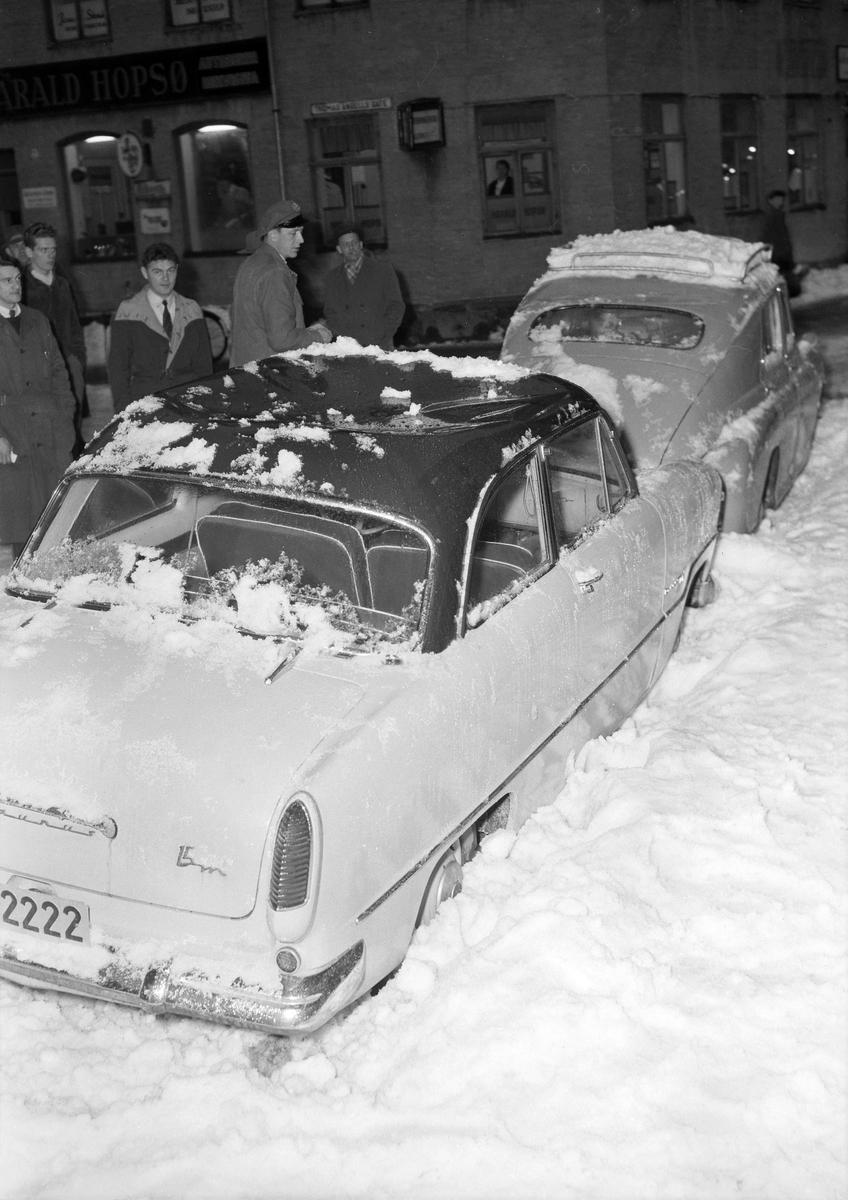 Biler ødelagt av takras