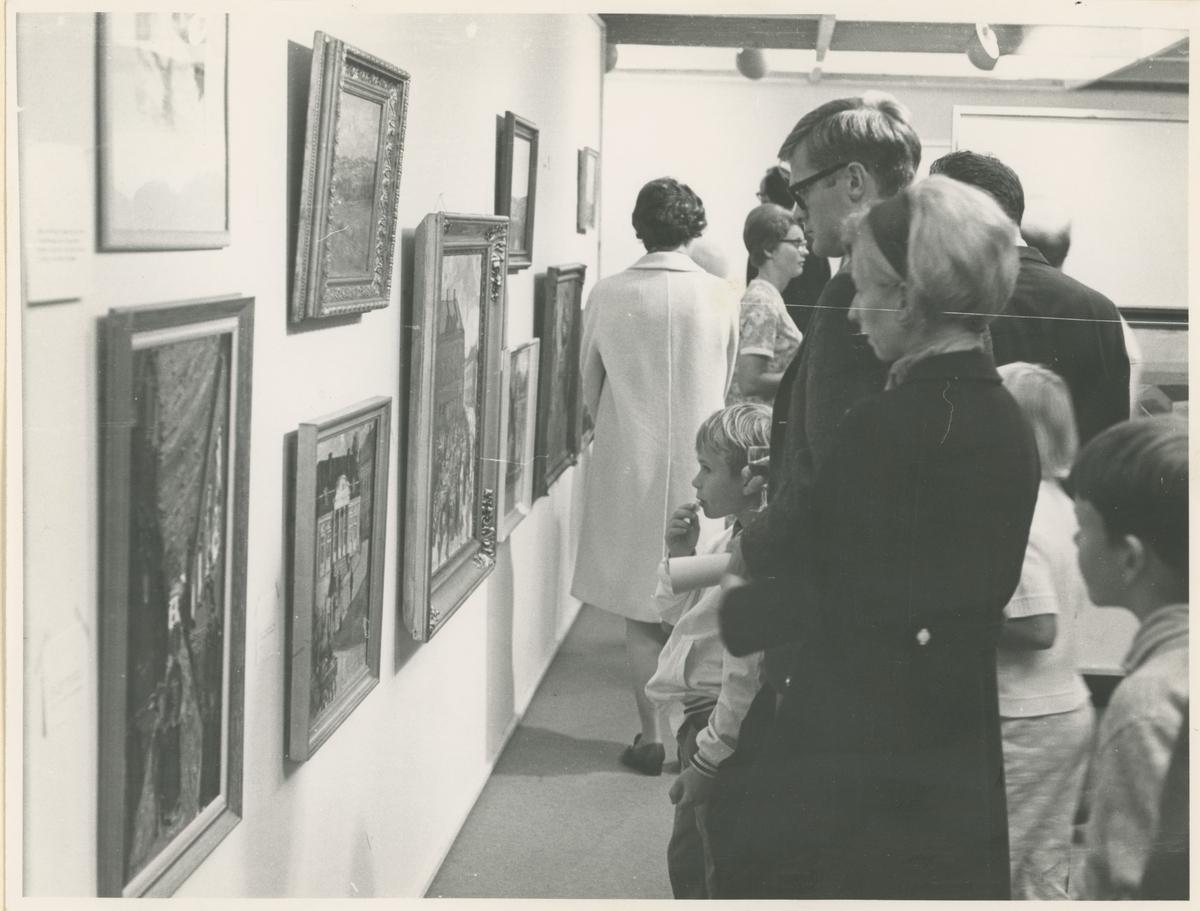 Fra byjubileet i 1970. Utstilling i Moss kunstgalleri.