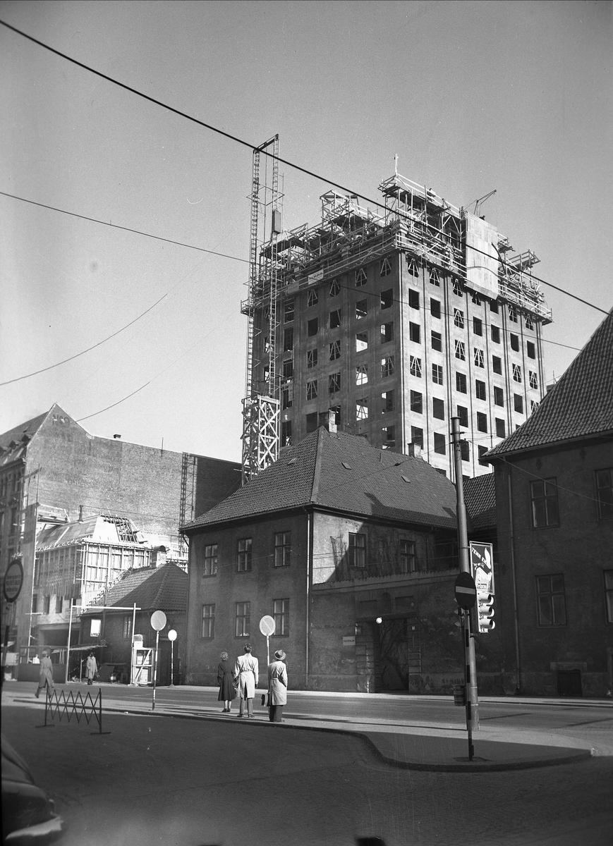 Rådhusgata, Oslo, 19.04.1956. Regjeringsbygningen. Utsmykning, Erling Viksjøs vegg.