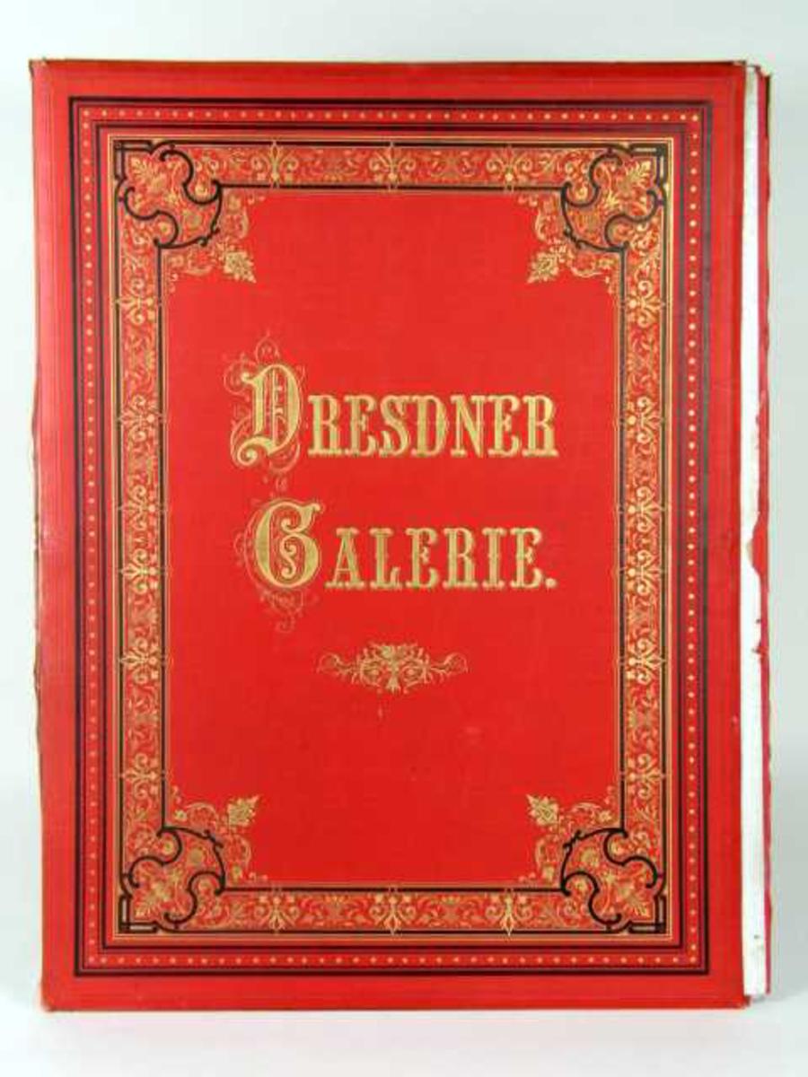 Rød mappe i kartong med 22 trykk. Forsiden er dekorert med border i svart og gull.