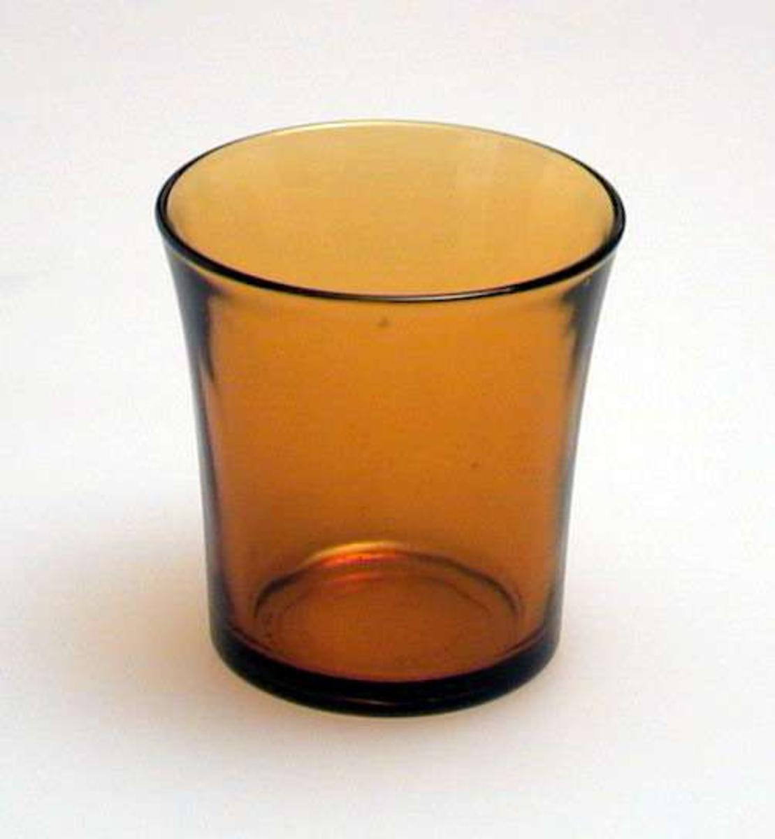 Glatt gulbrunt drikkeglass.