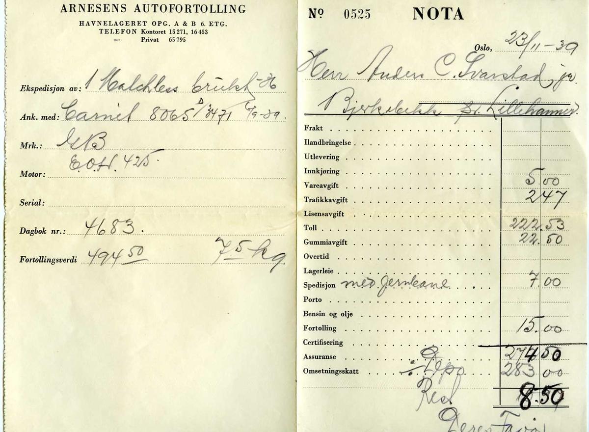 Tre fortollingsdokumenter som ligger i en frankert konvolutt, adressert til Anders C. Svarstad jr. 1. Tollangivelse 2. Arnesens Autofortolling, nota No 0525 3. Blankett nr 195