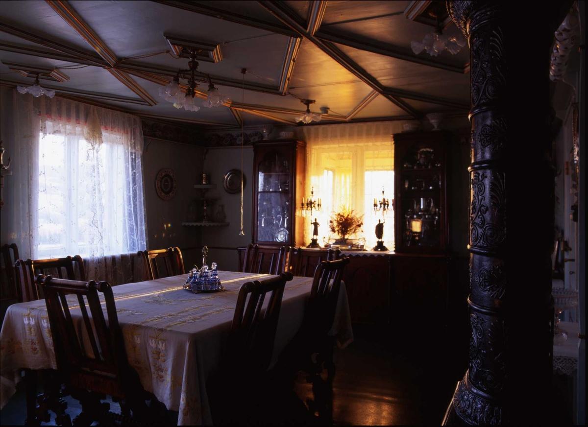 1995:Til bords med BB, stue, bord, stol, lampe,
