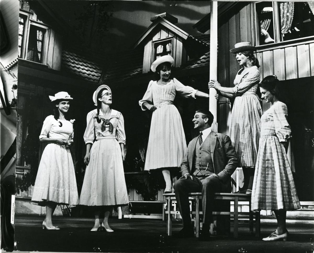 """Teater,""""Naar den ny vin blomstrer"""", 1969, repro"""