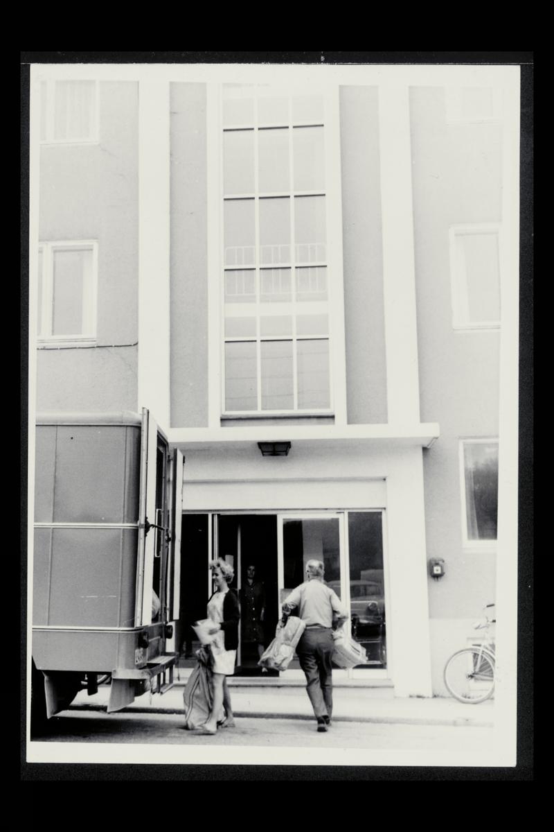eksteriør, postkontor, 4350 Nærbø, postsekk, pakker, kvinne, mann