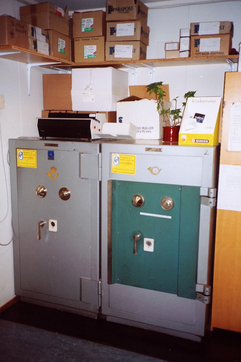 interiør, postkontor, 0137 Bekkelaget, to pengeskap, frankeringsmaskin