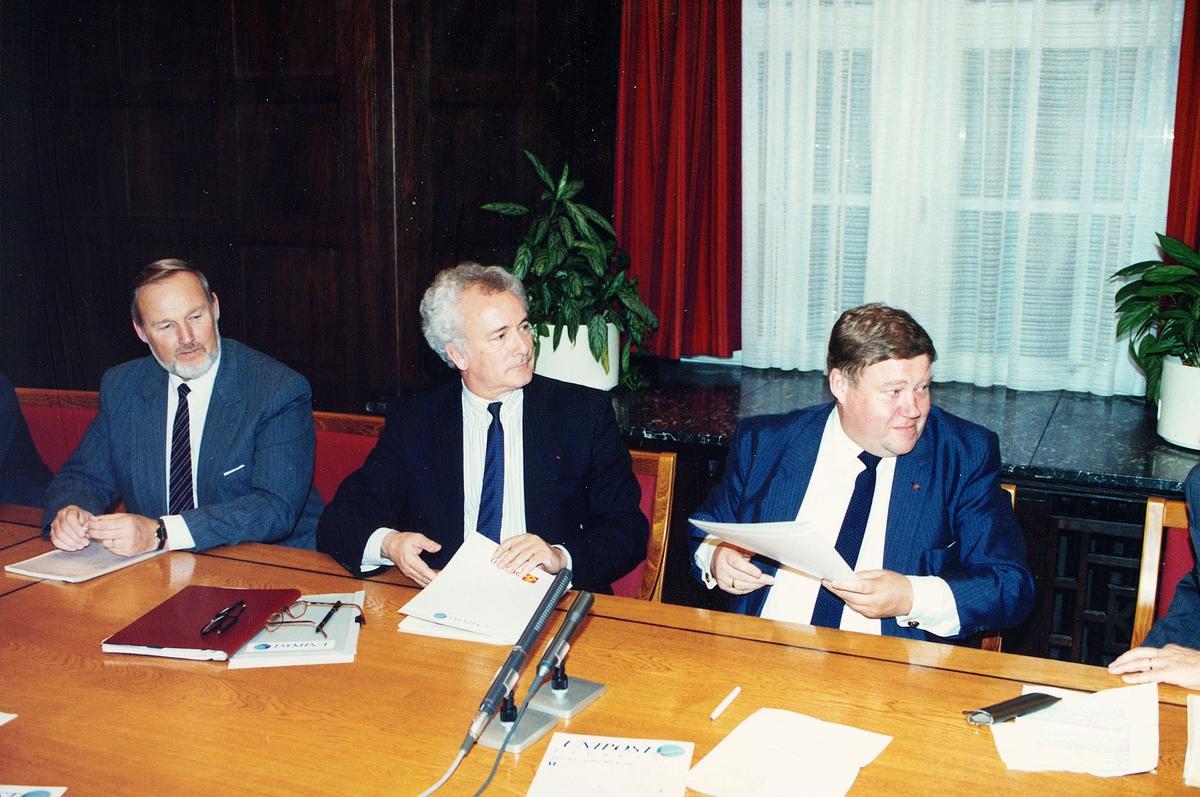 posthistorie, UNIPOST - avtale, underskrivning av avtalen, tre menn