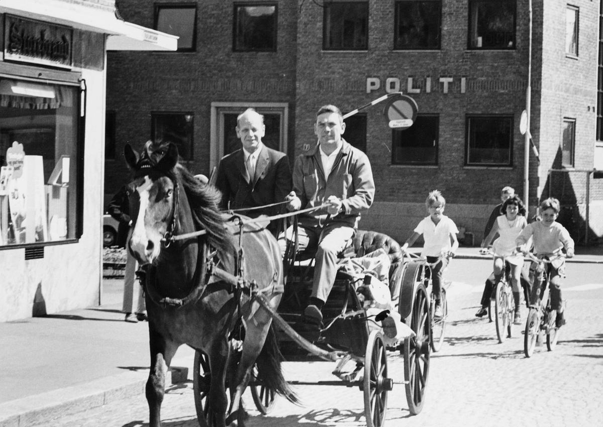 transport, hest, vogn fire hjul, 2 menn, postsekker