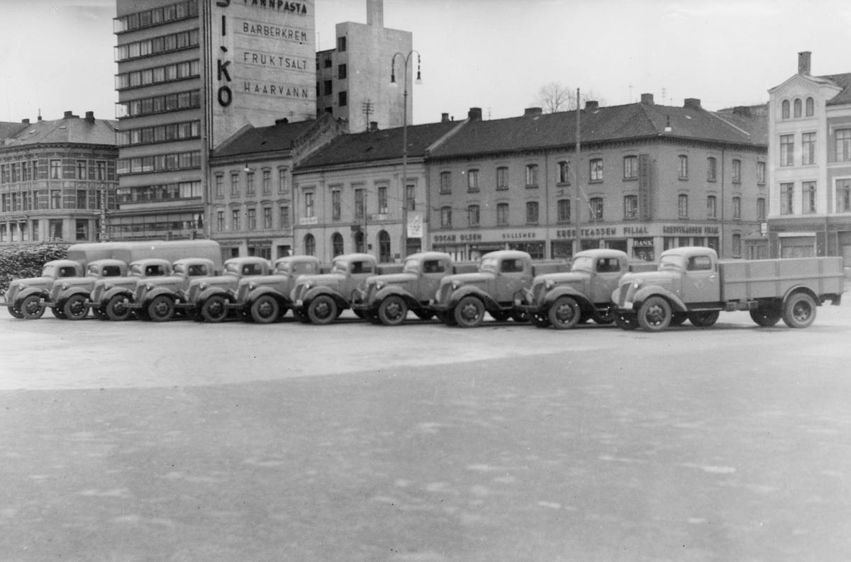 """transport, bil, nye biler av svensk fabrikat """"Volvo"""" anskaffet til Oslo postkontor 1946"""