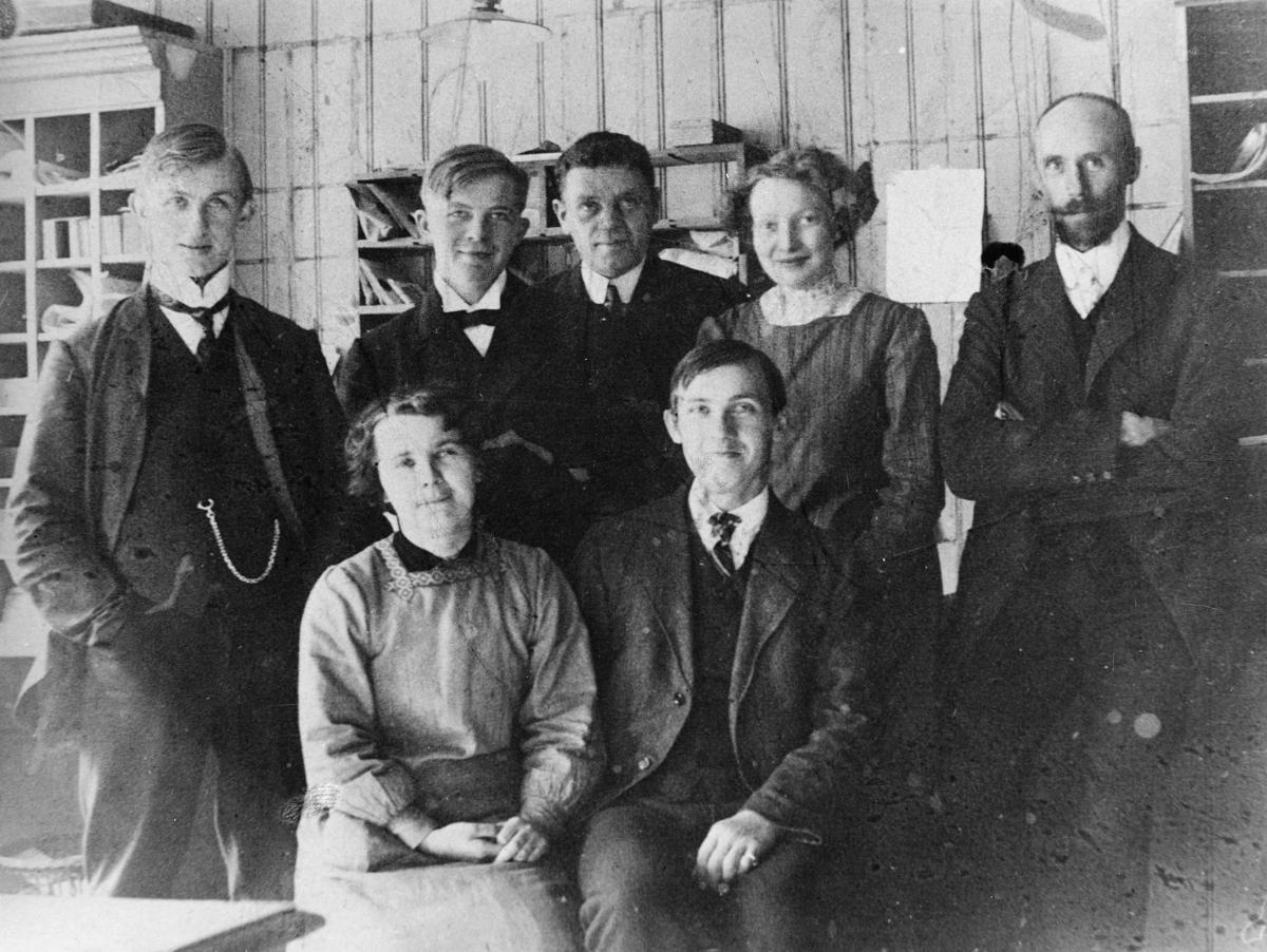 gruppebilde, Bodø postkontor, kontorpersonale, E. Kvam, I. Magnussen, E. Knutsen, Hildur, Martens, H. Andersen, Max Strand, O. Hultin
