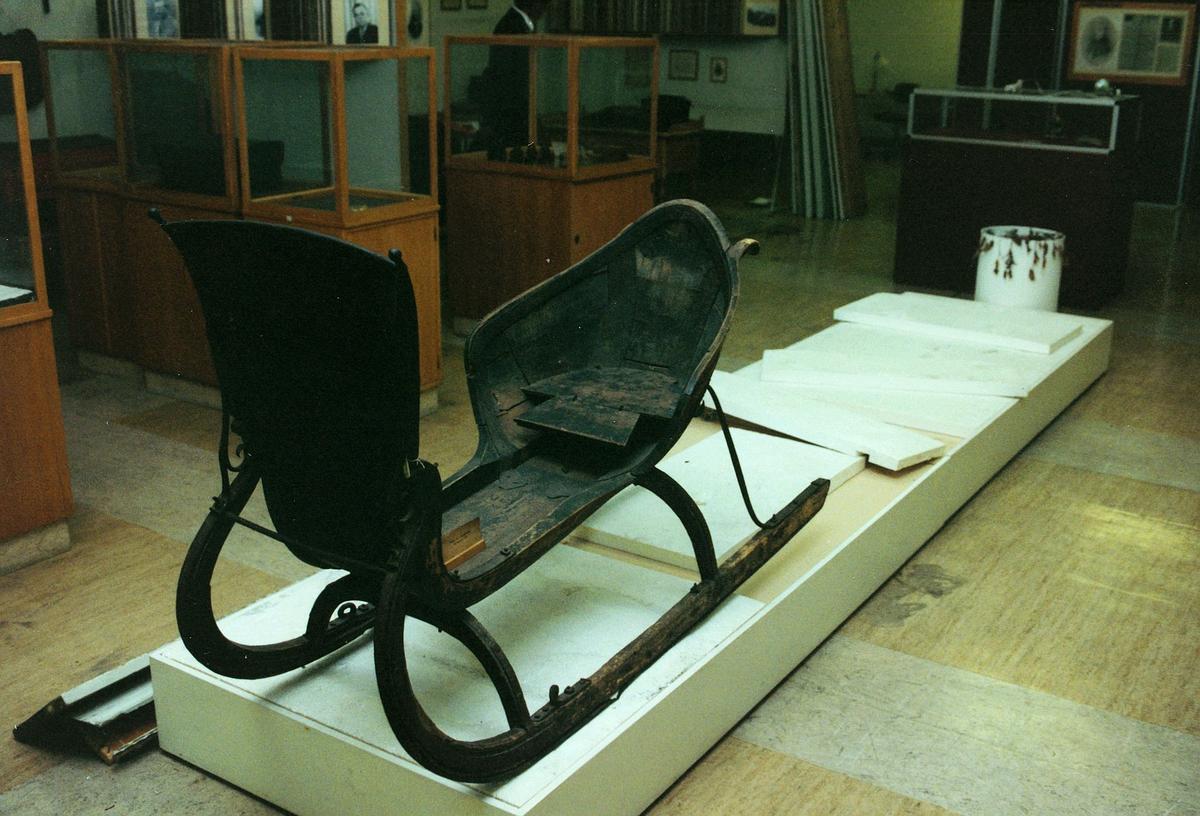 Postmuseet, Oslo, 4 etg. Dronningensgate 15, utstilling, slede.