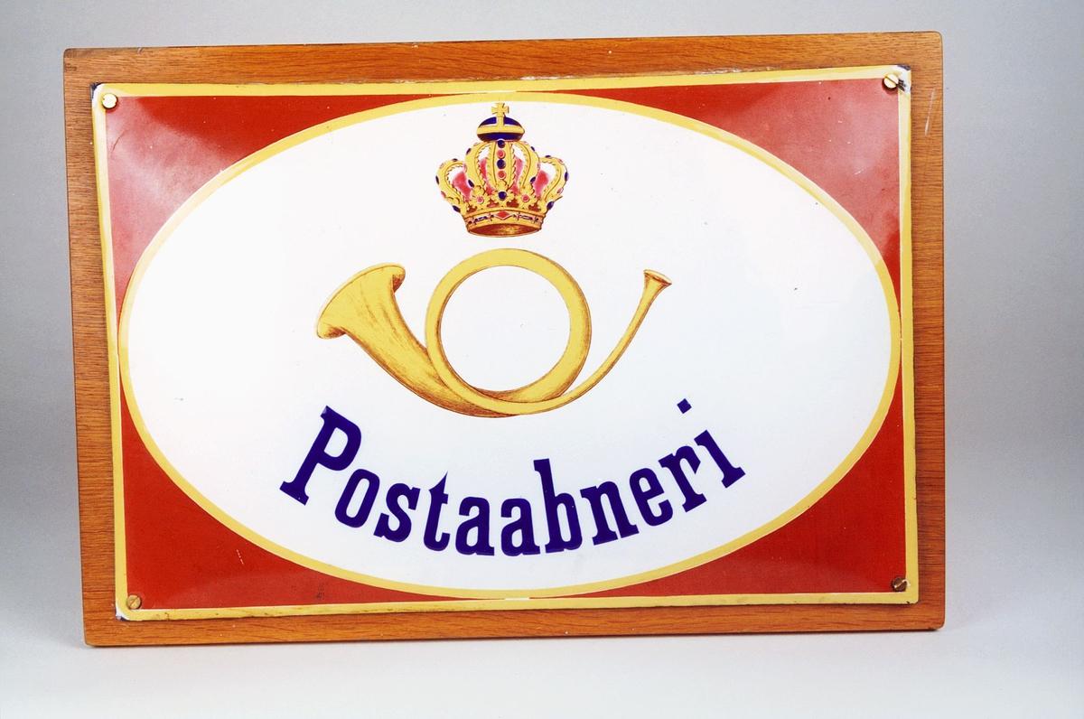 Postmuseet, gjenstander, skilt, postskilt, rektangulært opplysningsskilt, posthorn og krone med svensk flaggfarge i toppen (postlogo), Postaabneri.