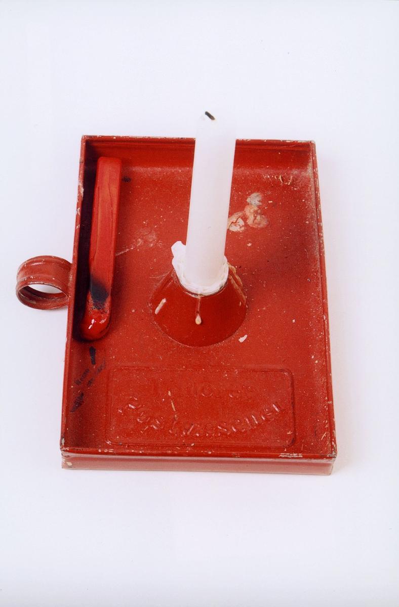 postmuseet, gjenstander, lysestake, bordstake, rektangulær med hank