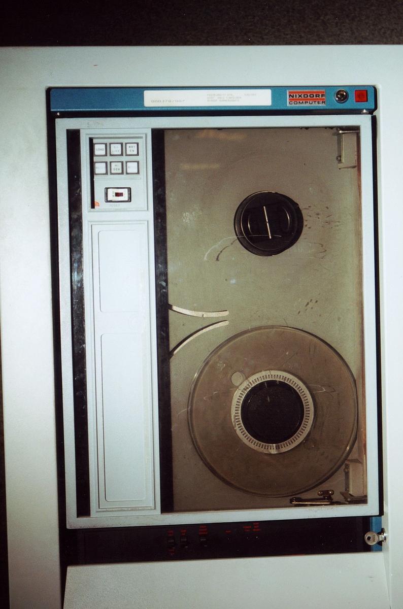 postgiro, Biskop Gunnerus g. 14, maskiner, datamaskin, Nixdorf Computer 000378/007, 030/059, detalj av maskinen