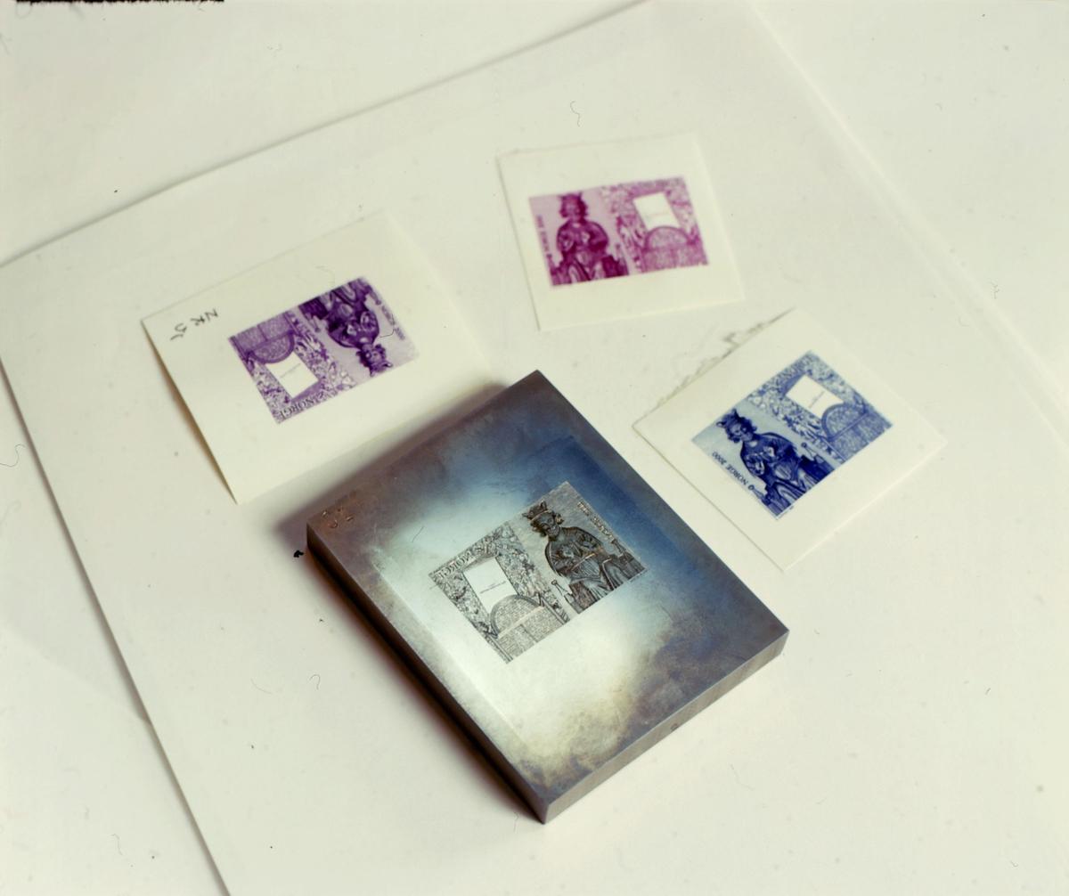 postmuseet, frimerker, utstilling, frimerkeproduksjon, frimerkekunstneren i arbeid, prøvetrykk fra originalgravyre, NK 1363
