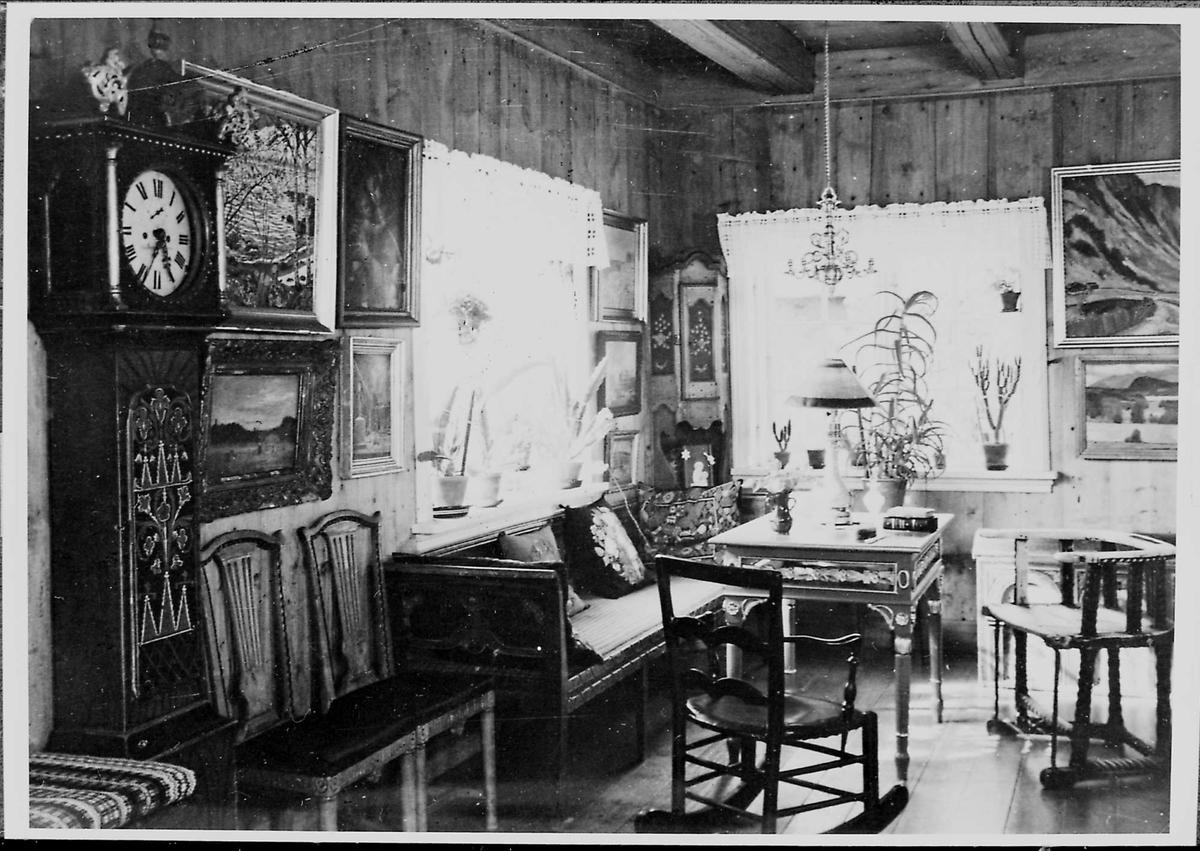 Interiør, peisestue, møbler, malerier,