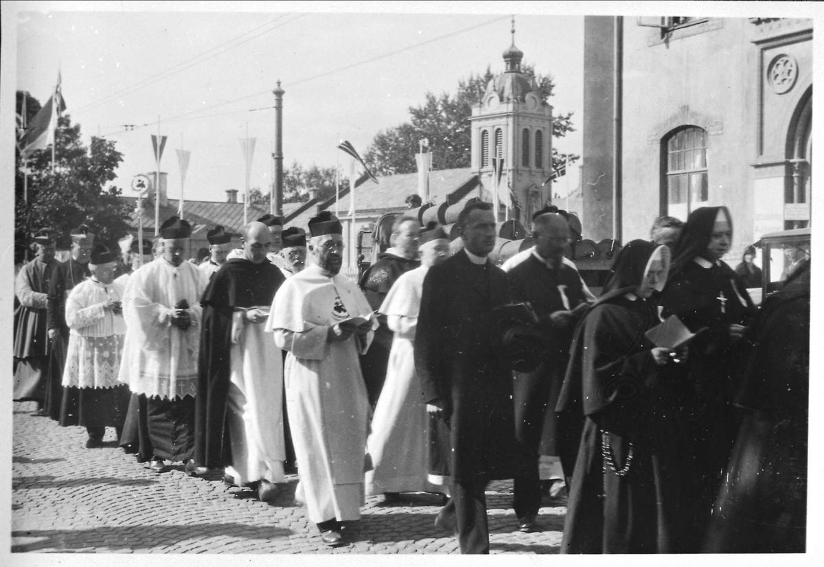 Prest, biskop, nonne, olsok, prosesjon,