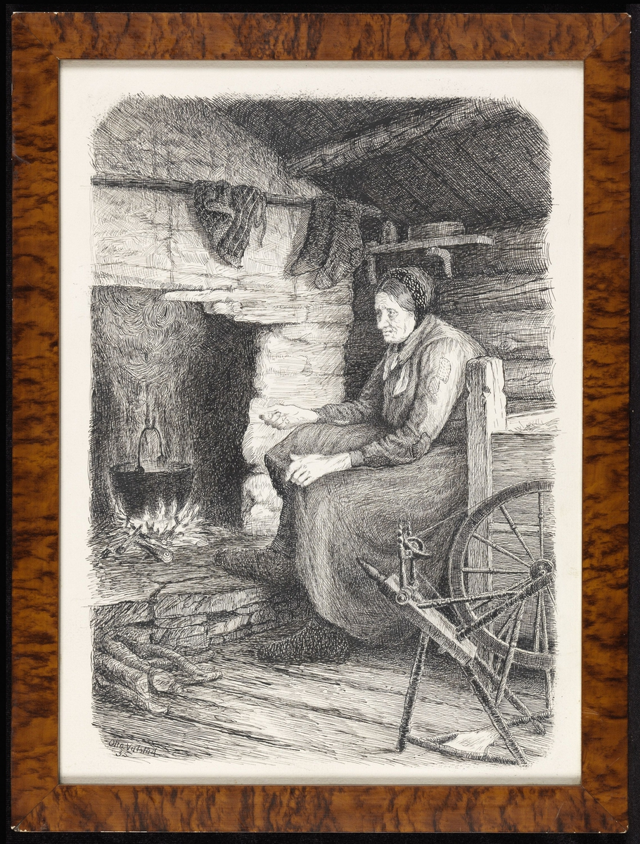 Interiør, kvinne, sittende, venstrev., foran peis m. ild under gryte, rokk.
