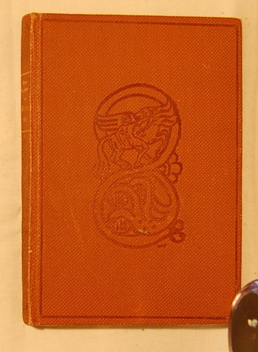 På forsiden et motiv med en mann, en Pegasus og et trehodet uhyre