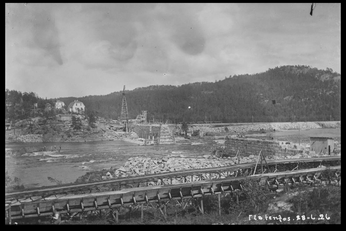 Arendal Fossekompani i begynnelsen av 1900-tallet CD merket 0468, Bilde: 10 Sted: Flaten Beskrivelse: Under bygging. Fra oversiden mot kraftstasjonen og jernbanen