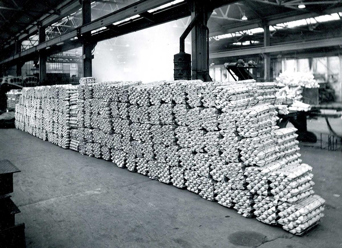 Nitriden. Bunter med ignots. Aluminium.