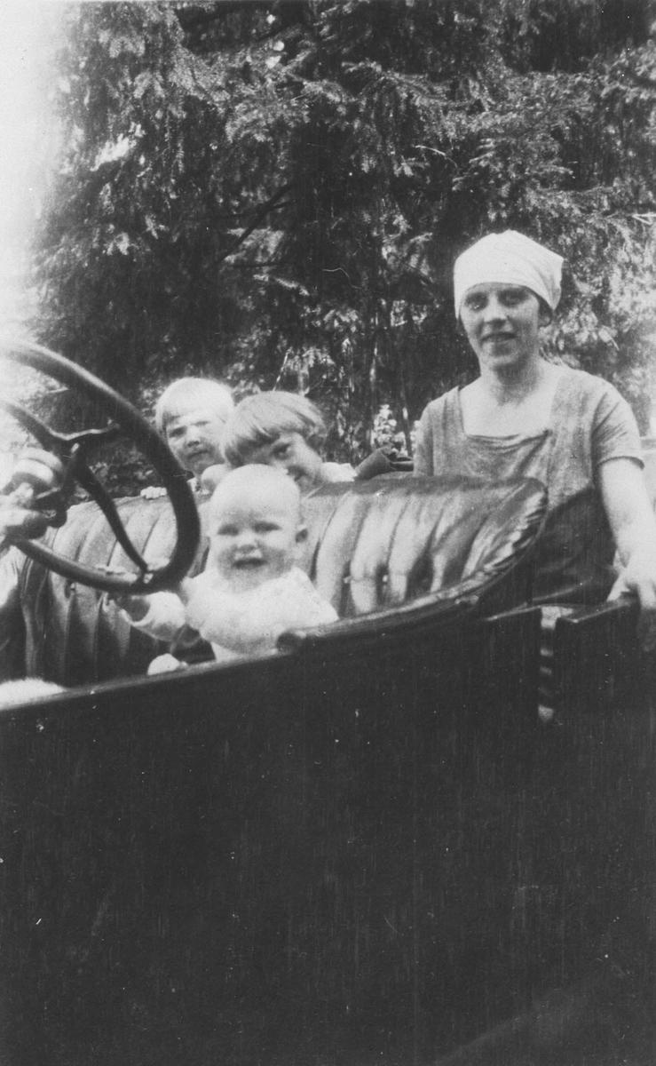 Den første bilen til Knut Østenstad