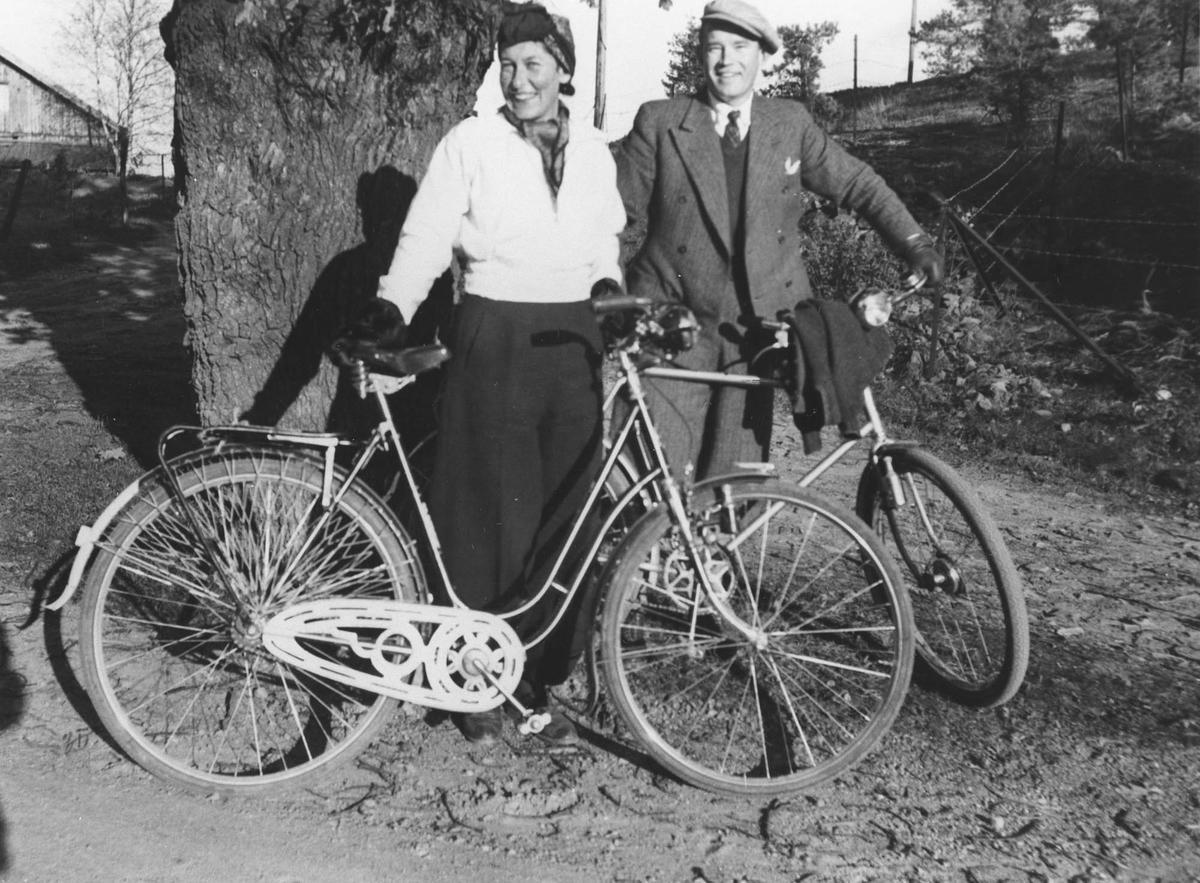 Randi og Ole Johan Helseth på sykkeltur.