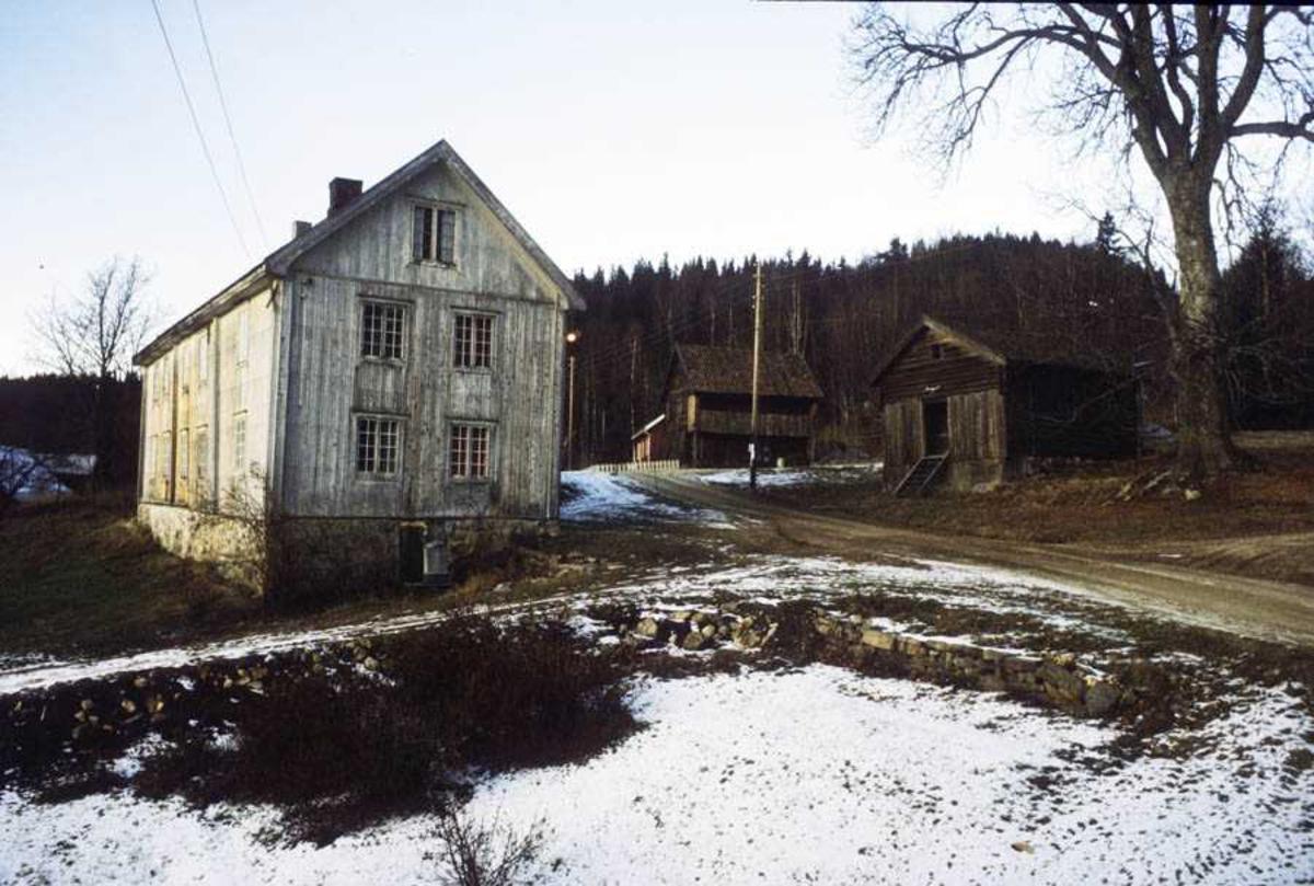 Hurdal Bygdetun, skysstasjonen i Garsjøen, svalgangsbygningen og stabburet